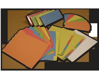 Regiszter-lapok és csíkok, színes és fehér kartonból. lefűzhető elválasztó, jelölő funkciót tölt be igény szerinti elosztásban.